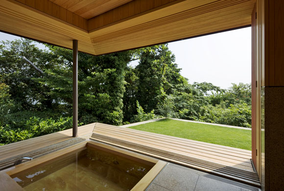 Floating-House-between-Sea-and-Forest-by-Eiji-Ueno-Oak-Village