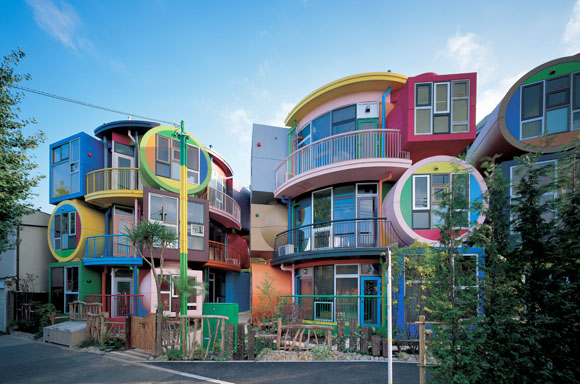 Reversible-Destiny-Lofts-Mitaka-in-Memory-of-Helen-Keller-by-Shusaku-Arakawa-Madeline-Gins-Sasui-Architects-Engineers01